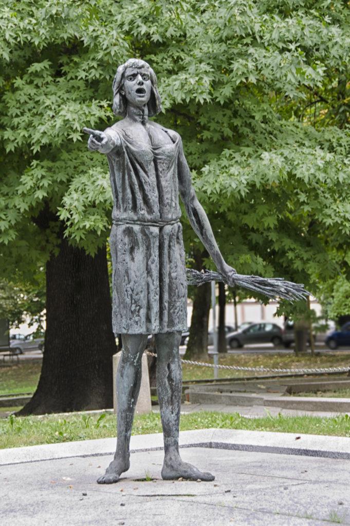 Statue einer Reispflückerin